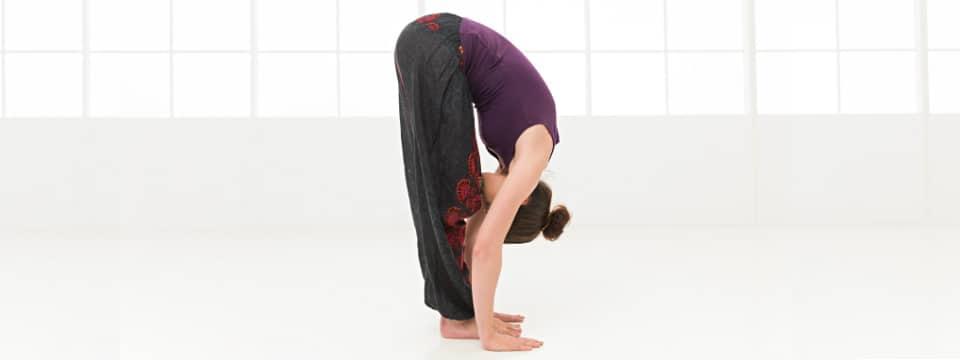 Postura del piegamento in avanti – Yoga